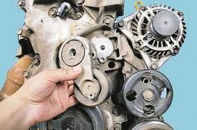 Снятие и установка автоматического натяжителя ремня привода вспомогательных агрегатов Ниссан Кашкай