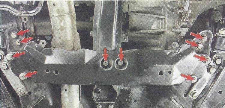 Снимаем нижние брызговики двигателя Chery Tiggo