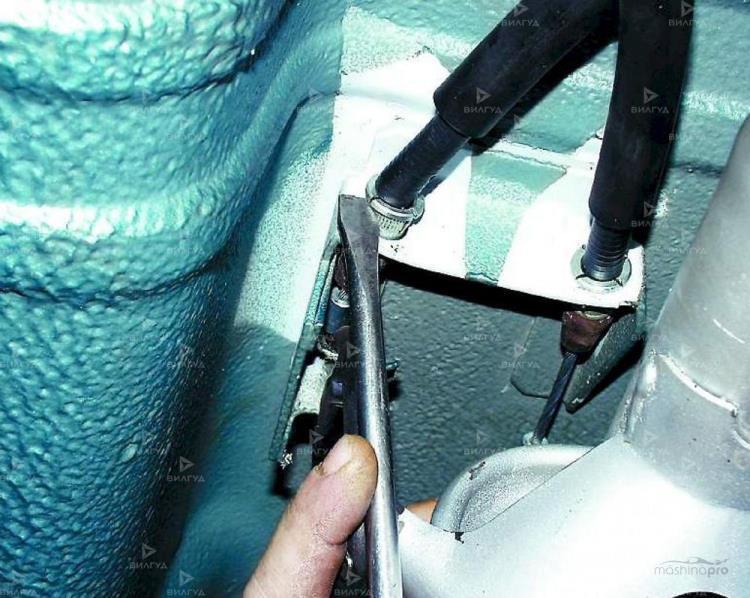 Замена троса ручного тормоза Nissan Cube в Нижневартовске