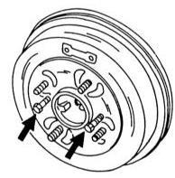 Прочно сидящий барабан снять за счет ввинчивания двух болтов в указанные места.