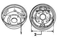 Измерение диаметра тормозного барабана (1) и внешнего диаметра установленных