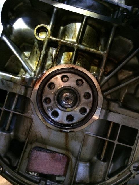 Выпресовываем сальник коленвала Toyota Camry