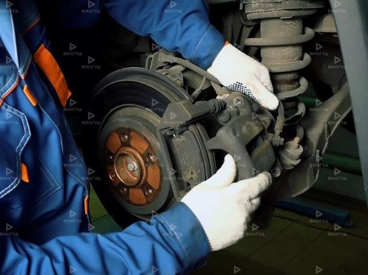 Замена тормозных колодок Toyota Highlander в Новом Уренгое
