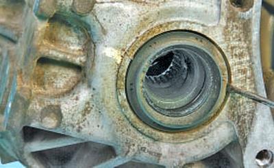 Замена сальников коробки передач Тойота Королла 10 Аурис