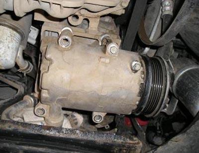 Демонтаж ремня привода компрессора