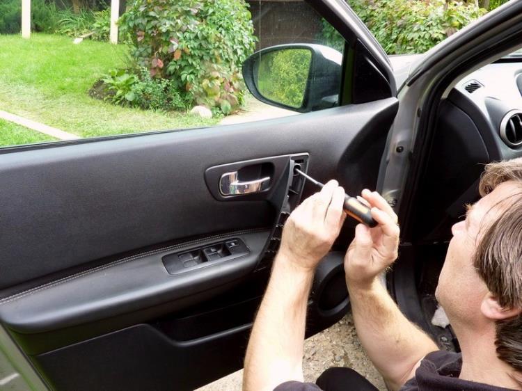 Снятие обшивки передней двери Кашкай