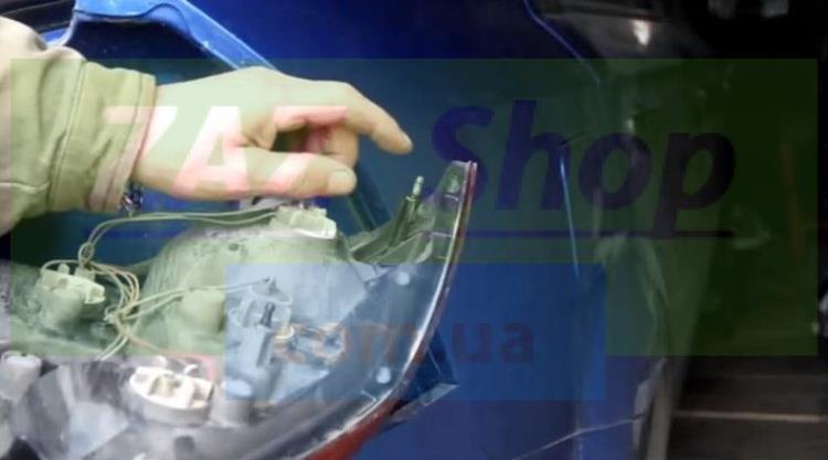 Замена лампочек заднего фонаря Шевроле Авео Т250 (ЗАЗ Вида)